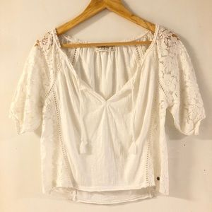 ABERCROMBIE White Lace Peasant Top